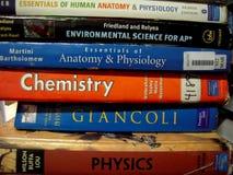 Feche acima dos livros de escola fotos de stock