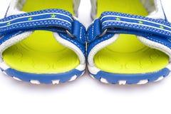 Feche acima dos pares de sandálias azuis para a criança Fotografia de Stock Royalty Free