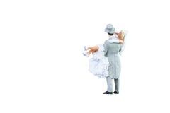 Feche acima dos pares diminutos dos noivos do casamento dos povos Imagem de Stock Royalty Free