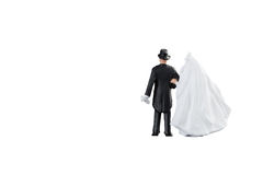 Feche acima dos pares diminutos dos noivos do casamento dos povos Fotos de Stock Royalty Free