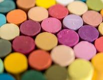 Feche acima dos pastéis pasteis coloridos e brilhantes Imagens de Stock Royalty Free