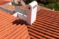 Feche acima dos telhados de telha velhos e novos Imagens de Stock
