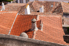 Feche acima dos telhados de telha velhos e novos Fotografia de Stock Royalty Free