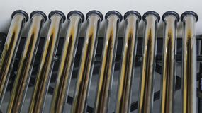 Feche acima dos tubos do calefator solar fotografia de stock