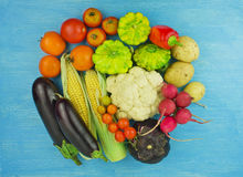 Feche acima dos vários vegetais crus coloridos Fotografia de Stock