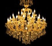 Feche acima no cristal do candelabro contemporâneo imagens de stock