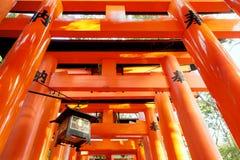 Feche acima no torii xintoísmo vermelho, Japão fotos de stock royalty free