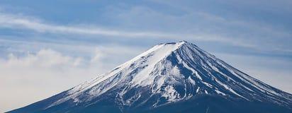 Feche acima a parte superior da montanha Fuji na tampa de Jap?o pela neve fotografia de stock