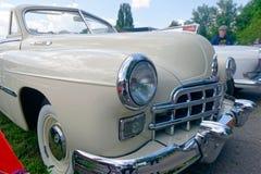 Feche acima (ZIM) da imagem conservada em estoque automobilístico do vintage do phaeton GAZ-12 Imagem de Stock