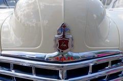 Feche acima (ZIM) da imagem conservada em estoque automobilístico do vintage do phaeton GAZ-12 Fotos de Stock