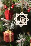 Feche até a decoração da árvore de Natal Fotos de Stock Royalty Free
