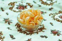 Feche até tanjerinas enlatadas na bacia Fotos de Stock Royalty Free