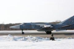 Fechter Su-24 entfernen ein sich Lizenzfreies Stockfoto