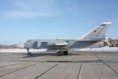 Fechter Su-24 entfernen ein sich Lizenzfreie Stockfotografie