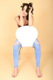 Fed Up Young Woman Sitting aburrido relajado en una silla imagen de archivo libre de regalías