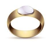 Fede nuziale dell'oro con le perle rosso-chiaro luminose del gioiello del diamante Fotografie Stock