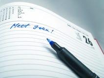 Feder auf einem Kalender Lizenzfreie Stockbilder