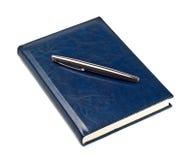 Feder auf geschlossenem Tagebuch Lizenzfreies Stockfoto