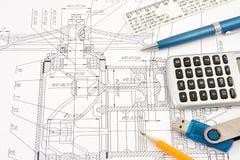Feder, Bleistift und Blinken auf dem Entwurf Lizenzfreie Stockfotos
