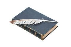 Feder des alten Buches und der Spule Lizenzfreies Stockbild