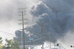 Feder-Rauch des Los Angeles-Schrottplatz-Feuer-2016 Lizenzfreies Stockfoto
