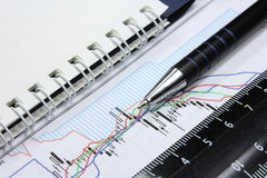 Feder und Notizbuch lizenzfreie stockfotos