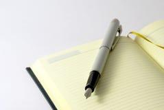 Feder und Notizbuch Lizenzfreies Stockbild