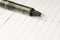 Feder und Papier Lizenzfreies Stockfoto