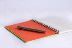 Feder und Papier Stockbilder