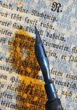 Feder und Text stockbilder
