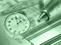 Feder, Vergrößerungsglas, Geld und Borduhr, Collage (Grüns) Lizenzfreie Stockfotos