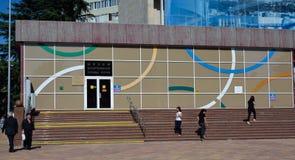 FEDERACIÓN DE SOCHI/RUSSIAN - 22 DE SEPTIEMBRE DE 2014: pasos al museu fotos de archivo