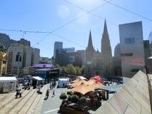 Federaci St Paul i kwadrata ` s katedra w w centrum Melbourne fotografia stock