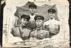 FEDERACJA ROSYJSKA KIJÓW, Lipiec, - 15, 1944: Batalistycznego zbiornika załoga członkowie przed iść historyczna bitwa przy Lwow,  Obrazy Royalty Free