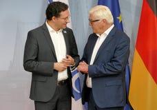 Federacyjny ministra spraw zagranicznych Dr Frank-Walter Steinmeier wita Daniel Mitov zdjęcie royalty free