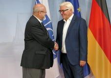 Federacyjny ministra spraw zagranicznych Dr Frank-Walter Steinmeier wita Lamberto Zannier zdjęcie stock