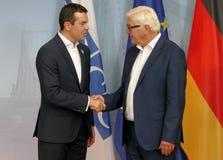 Federacyjny ministra spraw zagranicznych Dr Frank-Walter Steinmeier wita Nikola Poposki Zdjęcia Royalty Free