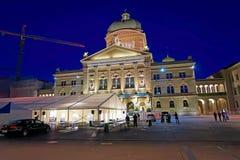 Federacyjny pałac Szwajcaria w Bern wieczór obrazy royalty free