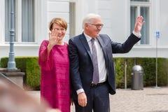 Federacyjny prezydent Niemcy, Frank Walter Steinmeier i jego żona przy jawnego domu dniem w Bonn, Niemcy zdjęcie royalty free