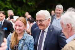 Federacyjny prezydent Niemcy, Frank Walter Steinmeier i jego żona przy jawnego domu dniem w Bonn, Niemcy fotografia stock