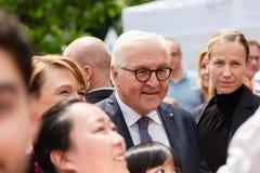 Federacyjny prezydent Niemcy, Frank Walter Steinmeier i jego żona przy jawnego domu dniem w Bonn, Niemcy fotografia royalty free