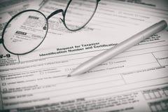 Federal form för inkomstskattlagar W9 Arkivbilder