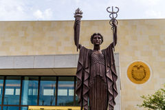 Federal Reserve-Bank-Statuen in Kansas City Stockbilder