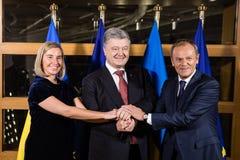 Federica Mogherini, Petro Poroshenko en Donald Tusk stock afbeeldingen