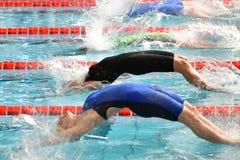 Federica Pellegrini simmare under 7th för Milano för Trofeo cittadi konkurrens simning Arkivbilder