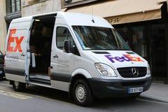 Fedex acarrea en París, Francia E Fotografía de archivo libre de regalías