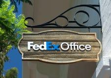 Fedex almacena y firma Fotos de archivo libres de regalías