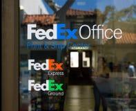 Fedex almacena y firma Foto de archivo libre de regalías