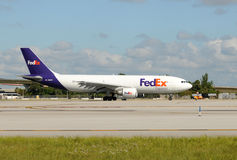 Fedex heavy cargo jet departing Stock Images