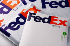 Fedex kuvert och jordlotter Royaltyfri Fotografi